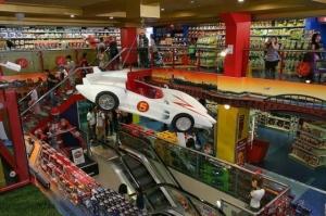 le-plus-grand-magasin-de-jouets-du-royaume-uni_12033_w560